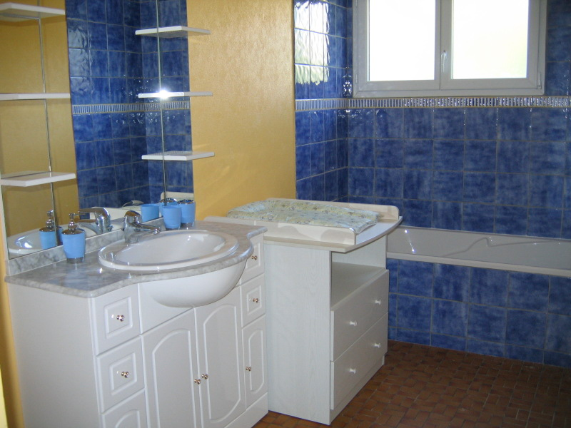 Location vacances crozon g te les hortensias quip for Table a langer salle de bain